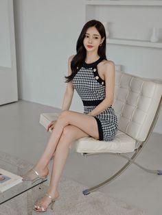 Asian Woman, Beautiful Women, Classy, Legs, Asian Ladies, Beauty, Dresses, Shoes, Fashion