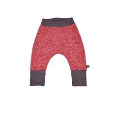 Spodnie haremki w czerwone, miniaturowe piksele na srebrnym tle, z szarym ściągaczem.  100% bawełna organiczna z certyfikatem GOTS.