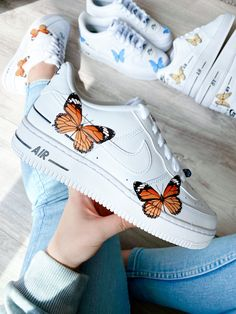 Cute Nike Shoes, Cute Nikes, Cute Sneakers, Painted Sneakers, Painted Shoes, Jordan Shoes Girls, Girls Shoes, Mode Converse, Zapatillas Nike Air Force