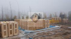 Descarregamento do material no local da construção.
