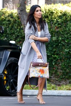 Kim Kardashian Debuts Her Birkin Bag Painted by Baby North. Kim Kardashian Hollywood Game, Kim Kardashian Pregnant, Kardashian Style, Star Fashion, Boho Fashion, Purse For Teens, Fashion Over 50 Blog, Trendy Purses, Beautiful Handbags