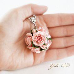 """Кулоны, подвески ручной работы. Кулон """"Розы"""". Юлия Коваль. Ярмарка Мастеров. Кремовый, розовые розы, цирконы"""