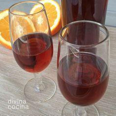 Esta receta de vino de naranja me la ha transmitido mi madre, que es de Moguer, Huelva. tierra de buen vino de naranja. Este vino es perfecto para acompañar postres y para dar toques agridulces a algunos guisos de pollo o sus higaditos. Liquor Drinks, Cocktail Drinks, Coffee Drinks, Alcoholic Drinks, Chilean Recipes, Happy Drink, Delicious Magazine, Slushies, Fermented Foods
