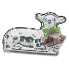A German Easter Lamb Cake makes a beautiful and delicious centerpiece for your table. FInd Easter Lamb Cake Molds and Easter lamb mold cake recipes here. Cake Recipes For Beginners, Sheep Cake, Easter Lamb, Easter Food, Easter Recipes, Easter Bunny, Easter Table, Easter Ideas, Lamb Cake