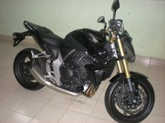 Honda super bike detailing in chennai, India using Meguiars products