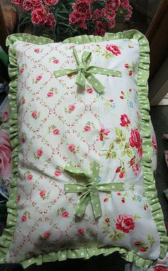 Making Pillow Covers Scalloped Edges Sewn Onto Pillow Casesthese Are So Pretty