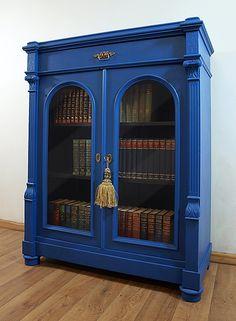 kobaltowa szafa na książki / bookshelf