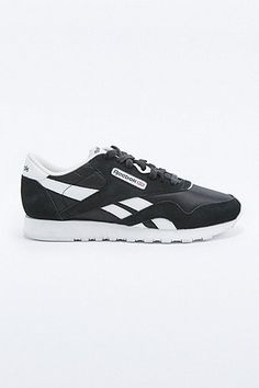 reebok classic sneakers in black with silver trim