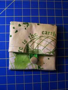 Tutorial: Folding Grocery Tote. Helpful tips to adapt into denim log cabin top-folding tote