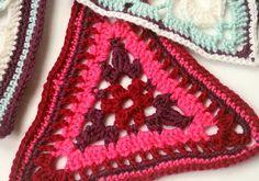 Pt 1 Written Pdf Pattern Patons Flower triangle - Crochet Along Week one http://www.makeitcoats.com/en-gb/images/Crochet%20along%202015%20week%201_tcm71-179228.pdf