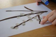 Bazie- wiosenna praca plastyczna- wydzieranka z gazety. Pussy willow kids craft.