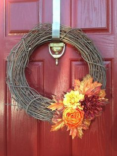 Simple and pretty Easy Fall Wreaths, Diy Fall Wreath, Wreath Ideas, Harvest Decorations, Vine Design, Grapevine Wreath, Grape Vines, Super Easy, Thanksgiving Crafts
