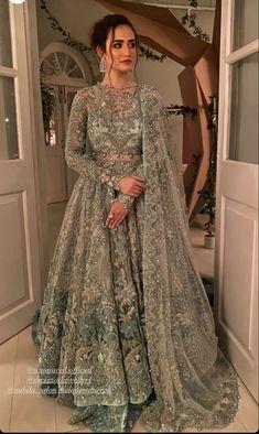 Dulhan Dress, Walima Dress, Shadi Dresses, Indian Gowns Dresses, Indian Fashion Dresses, Indian Designer Outfits, Fashion Blouses, Designer Dresses, Asian Bridal Dresses