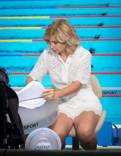 Helen Skelton sets pulses racing in low-cut white dress on BBC swimming coverage Tv Girls, Girls Life, Itv Weather Girl, Blue Peter Presenters, Helen Skelton, Hottest Weather Girls, Katie Couric, Pantyhose Outfits, Holly Willoughby
