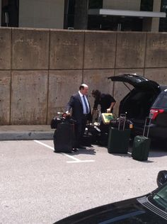 Seth Rollins and Paul Heyman!!! He actually carries around the money in the bank briefcase! pic.twitter.com/84l3gL8yfC