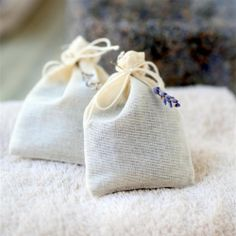 Lavender dryer bags are a natural way to freshen laundry. See the DIY and instructions for use.