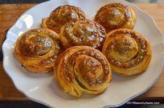 Melcisori cu nuca reteta vieneza | Savori Urbane Sweets Recipes, My Recipes, Cake Recipes, Romanian Desserts, Pastry Cake, Food Cakes, Dough Recipe, Food To Make, Sweet Treats
