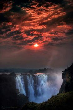 Fotó Sunrise at Victoria Falls Chutes Victoria, Beautiful Places, Beautiful Pictures, Les Cascades, Victoria Falls, All Nature, Nature Water, Wonders Of The World, Travel Inspiration