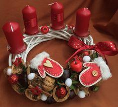 Adventní+věnec+s+rukavicemi+bílá-vínová+Prodám+adventní+věnec+průměr+25cm. Christmas Wreaths, Christmas Decorations, Table Decorations, Holiday Decor, Advent, Home Decor, Art, Christmas Deco, Christmas Swags