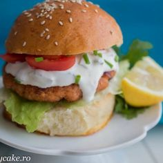Salmon Burger with homemade buns / Burger de somon - Lucky Cake Lucky Cake, Homemade Buns, What To Cook, Salmon Burgers, Bacon, Paste, Chicken, Cooking, Ethnic Recipes