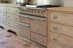 A beautiful installation of a Chagny Lacanche range in frangipane with a traditional top configuration