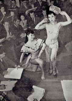 昭和スポット巡り on Twitter  昭和26年 ストリッパーをモデルにデッサンの会「画報現代史」より