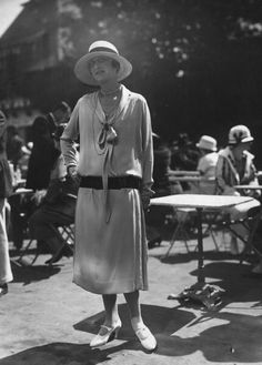 Mlle Maguy Varna, 1924 Abito con cintura in vita di Jeanne Lanvin, © Getty Images Jeanne Lanvin, 1920s Outfits, Vintage Outfits, Womens Fashion For Work, Fashion Tips For Women, 20s Fashion, Vintage Fashion, Fashion Online, Flapper Fashion