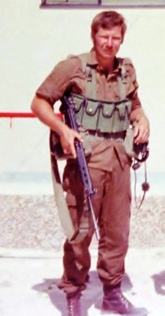 Lt Bobby Keller - ready for ops. Brothers In Arms, Defence Force, Korean War, Military Life, Modern Warfare, Vietnam War, Cold War, Fal Rifle, South Africa