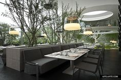 Linda combinação de luz natural com uma iluminação difusa. Esse restaurante cheio de verdes tem visual bem clean, mas ainda aconchegante.