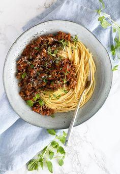 Spaghetti Bolognese - Opskrift på den bedste pasta med kødsovs Spaghetti Bolognese, Everyday Food, I Love Food, Italian Recipes, Food Porn, Food And Drink, Pizza, Cooking Recipes, Dinner