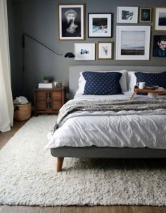 I seem to always be drawn to the walls of mix matched frames. Super Cozy Master Bedroom Idea 126
