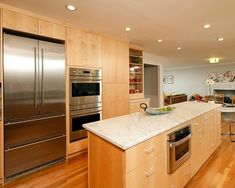 Elegant Light Maple Kitchen Cabinet Design to Complete Your Modern Style Kitchen : The Functional Island In Natural Maple Kitchen Cabinets A...