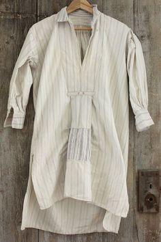 Charming men's vintage French nightshirt / smock ~ wonderful peasant clothing ~ www.textiletrunk.com