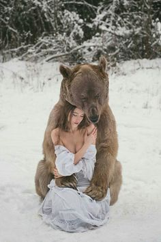Turns out Stepan the Bear is quite the player! - All Creatures-Great & Small Stepan The Bear, Beautiful Creatures, Animals Beautiful, Beautiful Women, Urso Bear, Animals And Pets, Cute Animals, Wild Animals, Funny Animals