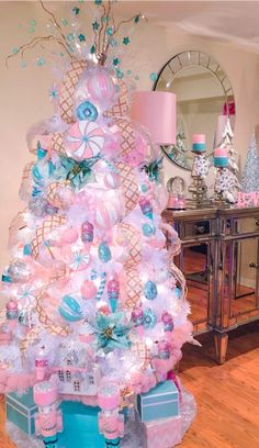 ✔ Christmas Tree Dcoration Pastel ✔ Christmas Tree D Christmas Tree Inspo, Candy Land Christmas, Christmas Trees For Kids, Candy Christmas Decorations, Christmas Tree Themes, Noel Christmas, Holiday Tree, Beautiful Christmas, Christmas Crafts