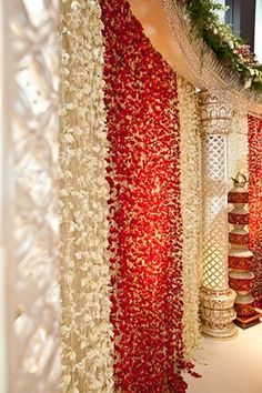 Ideas for wedding backdrop red head tables White Wedding Decorations, Stage Decorations, Indian Wedding Decorations, Flower Decorations, Flower Garlands, Indian Decoration, Indian Weddings, Hanging Flowers, Wedding Mandap