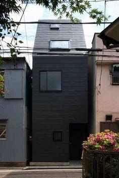外観ファサード: 濱嵜良実+株式会社 浜﨑工務店一級建築士事務所が手掛けたモダン家です。