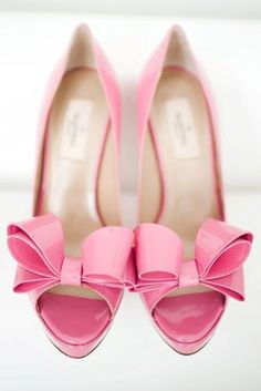 pink wedding shoes with bow. Absolutely adorable! in 1967 I wore PINK SATIN shoes..crazee WHY this so TOUCHED myHEART & Soul xoxo