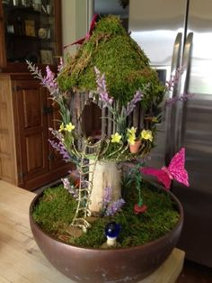 Made this with my Grandaughter Fairy House! by nettie Gemacht dieses mit meinem Grandaughter Fairy House! Indoor Fairy Gardens, Mini Fairy Garden, Miniature Fairy Gardens, Fairy Gardening, Fairy Crafts, Garden Crafts, Garden Projects, Garden Ideas, Fairy Tree Houses