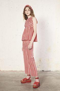 Guarda la sfilata di moda RED Valentino a New York e scopri la collezione di abiti e accessori per la stagione Collezioni Primavera Estate 2018.