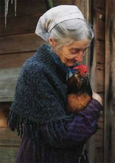 A touching portrait - Tasha Tudor. Me and my chickens when I get older. Sweet Pictures, Foto Art, Belle Photo, Country Life, Farm Animals, Beautiful People, Portraits, Pets, Inspiration