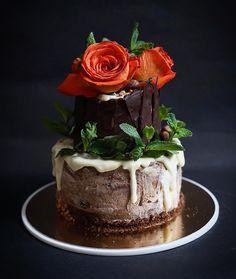 "61 Likes, 5 Comments - Lera (@kotokhira) on Instagram: ""It's Friday 🌹 . . . #cake #cakedecorating #торт #тортназаказ #тортназаказмосква #зож #пп…"""