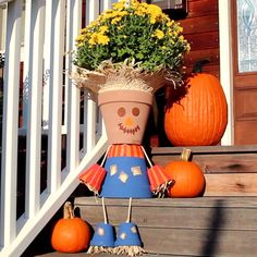 Turn Terra Cotta Pots Into A Charming Scarecrow Fall Fall fall diy crafts garden - Diy Fall Crafts Flower Pot Crafts, Clay Pot Crafts, Diy And Crafts, Diy Autumn Crafts, Flower Pot Art, Nice Flower, Pumpkin Crafts, Pumpkin Ideas, Spring Crafts