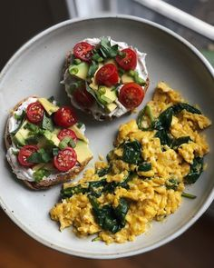 So pumped about this brunch - it was super delicious and packed with so much flavor! Eeeats: Spinach scramble made with… Healthy Meal Prep, Healthy Breakfast Recipes, Healthy Snacks, Healthy Eating, Healthy Recipes, I Love Food, Good Food, Yummy Food, Tasty