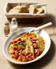 Τα φαγητά της ελληνικής ταβέρνας σε 30 συνταγές - www.olivemagazine.gr Greek Meze, Dessert Recipes, Desserts, Food Styling, Chili, Food Porn, Sweet Home, Soup, Meals