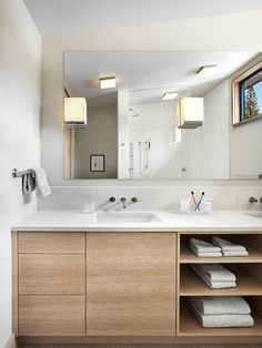 bathroom furniture 6 Ideas For Creating A Minimalist Bathroom // Dont Over Store -- Keeping empty space empty and only using what you really need is essential to achieving minimalism in the bathroom. Modern Bathroom Design, Bathroom Interior Design, Bathroom Designs, Modern Sink, Modern Bathrooms, Kitchen Modern, Interior Paint, Scandinavian Bathroom Design Ideas, Modern Faucets