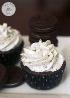 Oreo Cupcakes - This could quite possibly be the best cupcake you will ever eat. The frosting tastes just like the cream from an Oreo cookie. These cupcakes are AMAZING! -just used the icing recipe with my own chocolate cupcake recipe. Oreo Cupcakes, Cupcakes Cool, Cookies Cupcake, Cupcake Frosting Recipes, Oreo Frosting, Gourmet Cupcakes, Strawberry Cupcakes, Easter Cupcakes, Flower Cupcakes