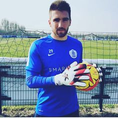 Check out QPR goalkeeper with his new J4K gloves #qpr #j4k