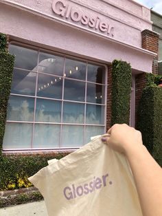 Glossier on Melrose Place in LA. Beauty Care, Beauty Skin, Beauty Makeup, Beauty Hacks, Makeup Inspo, Glossy Makeup, Skin Makeup, Glossier Girl, Feeds Instagram