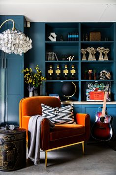 Awesome Orange And Blue Living Room Ideas. Simple way to get More Design of Living Room Color Ideas in Our Web Ideas for Home Decor . Blue And Orange Living Room, Orange Rooms, Bold Living Room, Orange Walls, Blue Orange, Teal And Orange Living Room Decor, Dark Blue Rooms, Dark Walls Living Room, Blue Room Decor